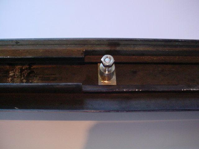 T-Bolts pour fixation bas de caisse sur CJ7 T-bolt12