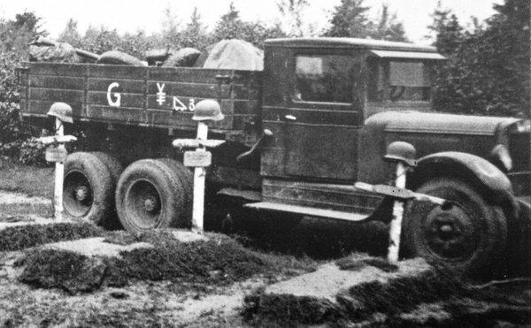 Quelqu'un reconnait ce camion? Zis6_010