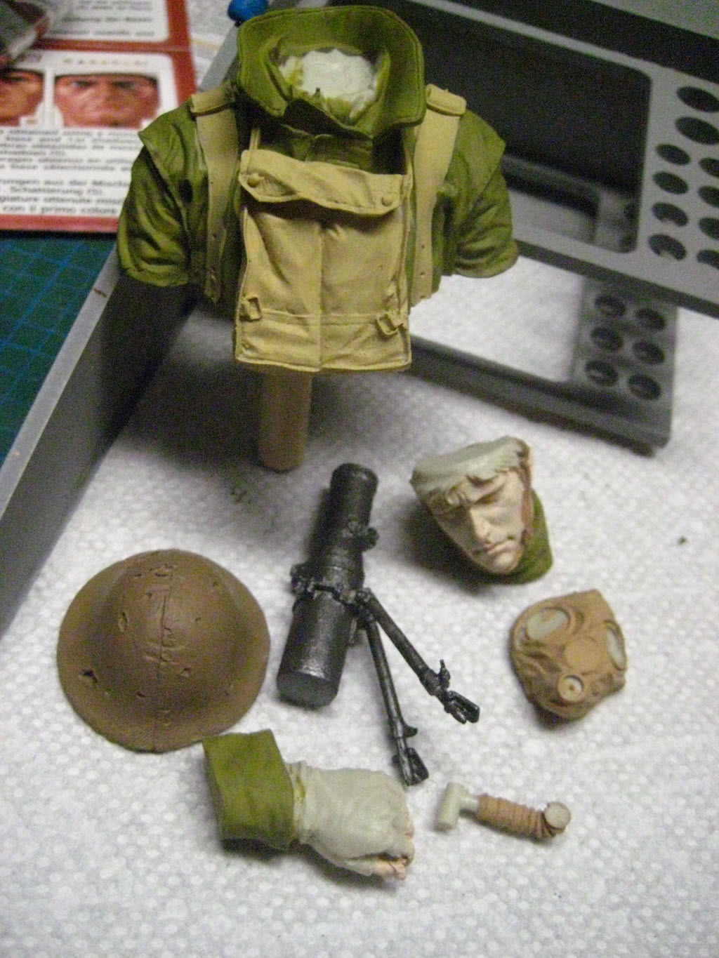 British Lewis gunner WWI Young figurine 2104