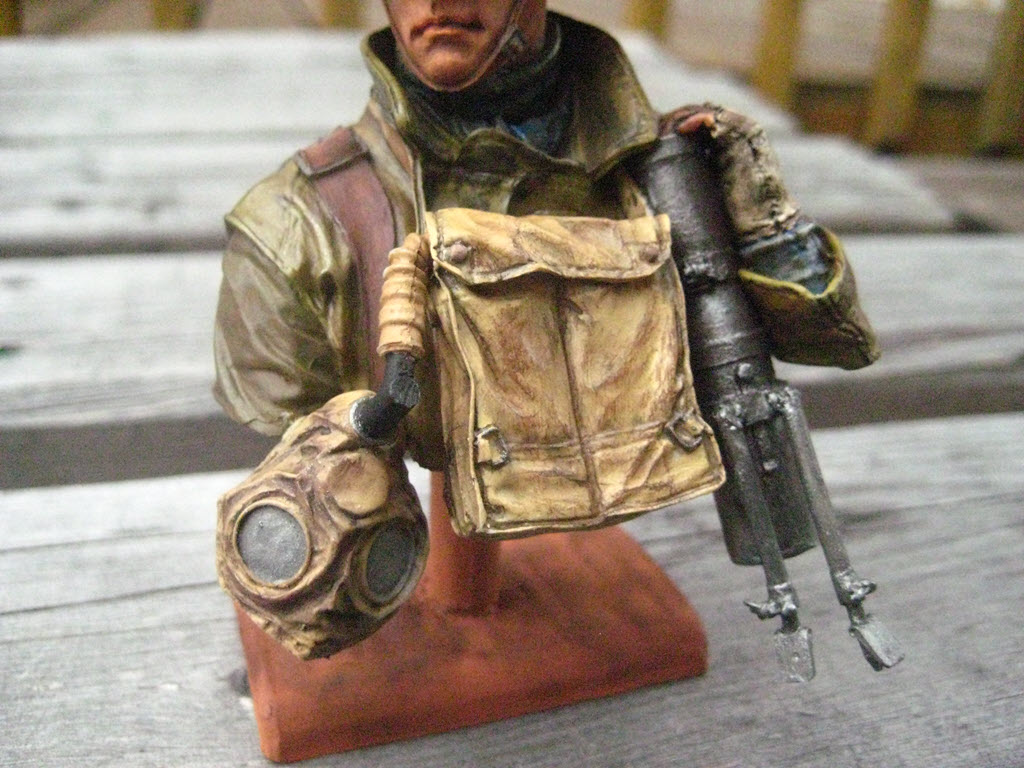 British Lewis gunner WWI Young figurine 490