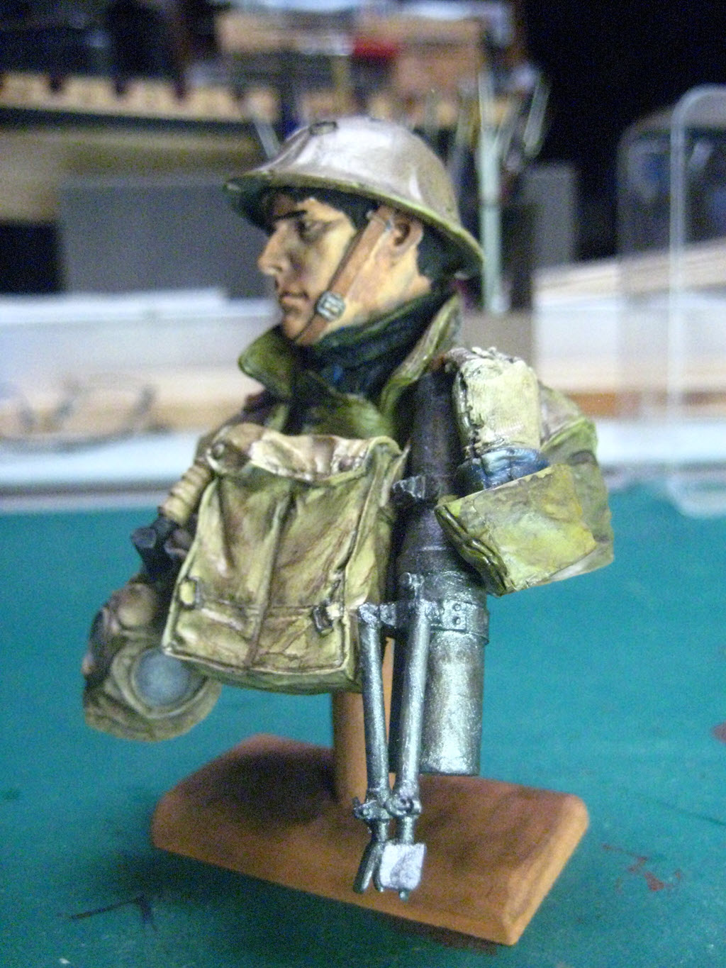 British Lewis gunner WWI Young figurine 576