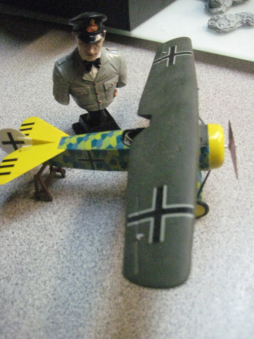 Dragon série (Knight of the Sky) Hans Goerth buste 1/12  Fokker D.VIII 1/48 Hg_2a10