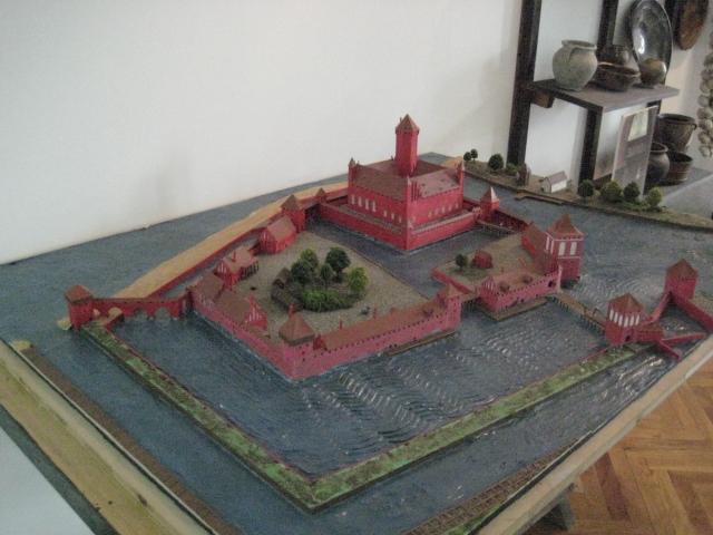 Village médiéval fortifié (1) - Page 38 Img_2511