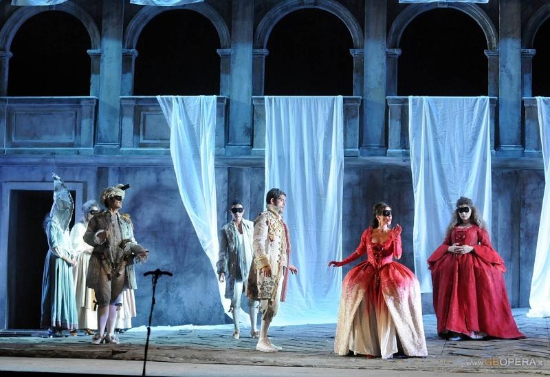 افتتاحية اوبرا Così fan tutte K 588  (هكذا هن يفعلن جميعا) من اعمال موتسارت Foto_l11