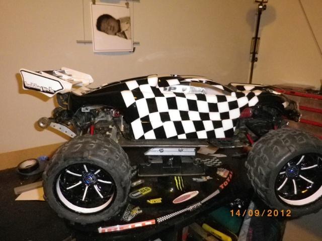 nouveaux look pour mon Erevo 1ere peinture carrosserie   810