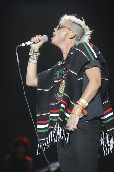"10/13/12 – Mexico City, Mexico, Autodromo Hermanos Rodriguez, ""Corona Capital Music Festival"" - Page 2 10-13-49"
