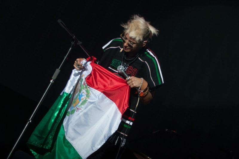 "10/13/12 – Mexico City, Mexico, Autodromo Hermanos Rodriguez, ""Corona Capital Music Festival"" - Page 2 10-13-53"