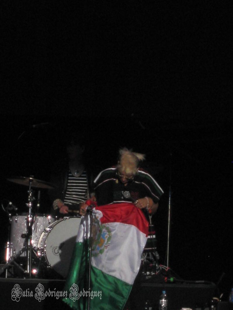 "10/13/12 – Mexico City, Mexico, Autodromo Hermanos Rodriguez, ""Corona Capital Music Festival"" - Page 2 10-13-57"