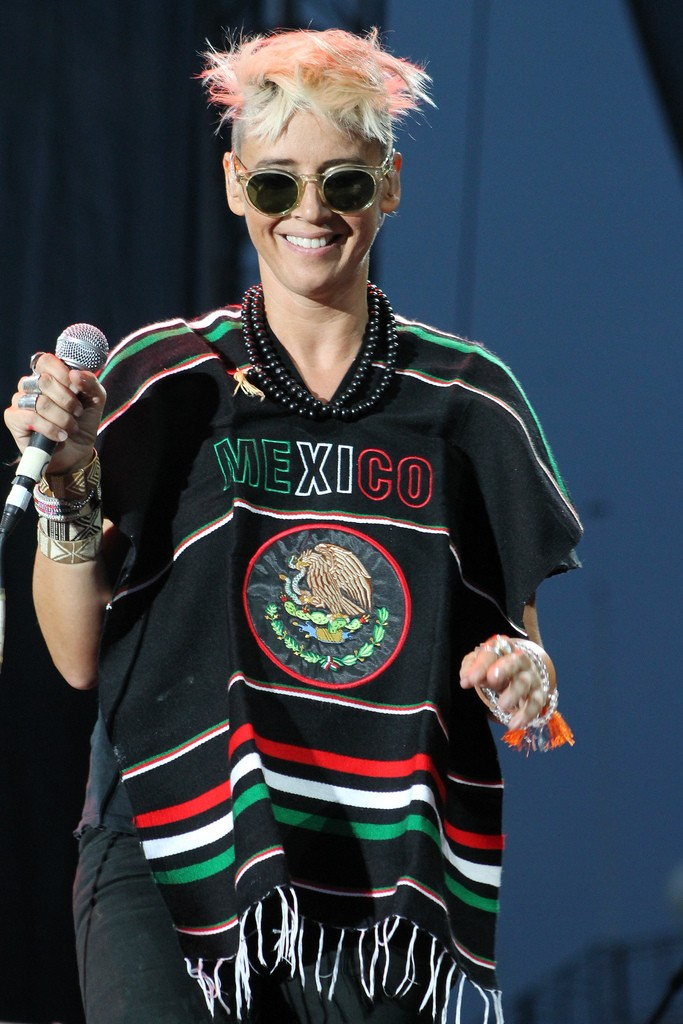 "10/13/12 – Mexico City, Mexico, Autodromo Hermanos Rodriguez, ""Corona Capital Music Festival"" - Page 2 10-13117"