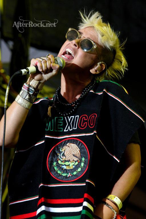 "10/13/12 – Mexico City, Mexico, Autodromo Hermanos Rodriguez, ""Corona Capital Music Festival"" - Page 2 10-13182"
