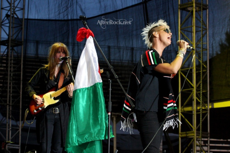 "10/13/12 – Mexico City, Mexico, Autodromo Hermanos Rodriguez, ""Corona Capital Music Festival"" - Page 2 10-13183"