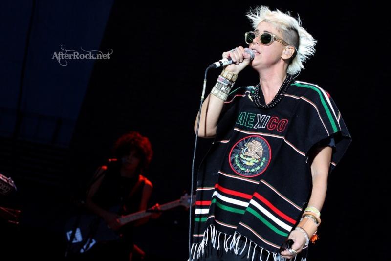 "10/13/12 – Mexico City, Mexico, Autodromo Hermanos Rodriguez, ""Corona Capital Music Festival"" - Page 2 10-13185"