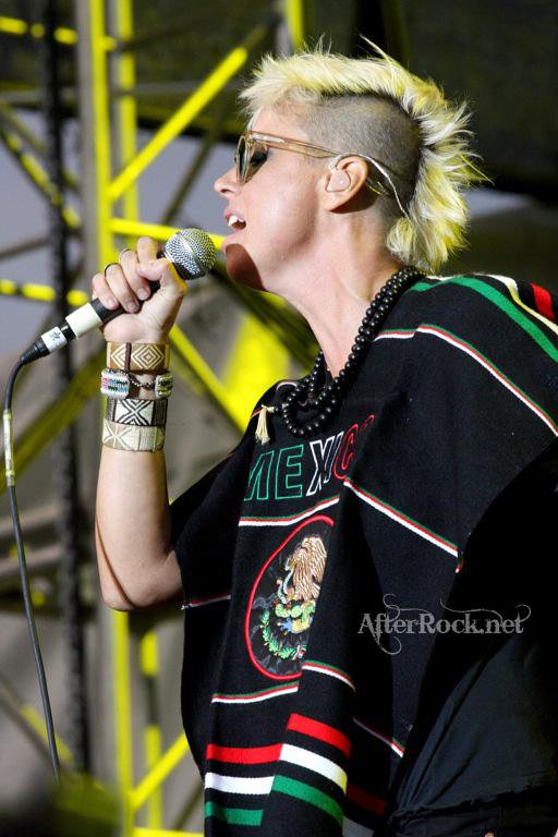 "10/13/12 – Mexico City, Mexico, Autodromo Hermanos Rodriguez, ""Corona Capital Music Festival"" - Page 2 10-13191"
