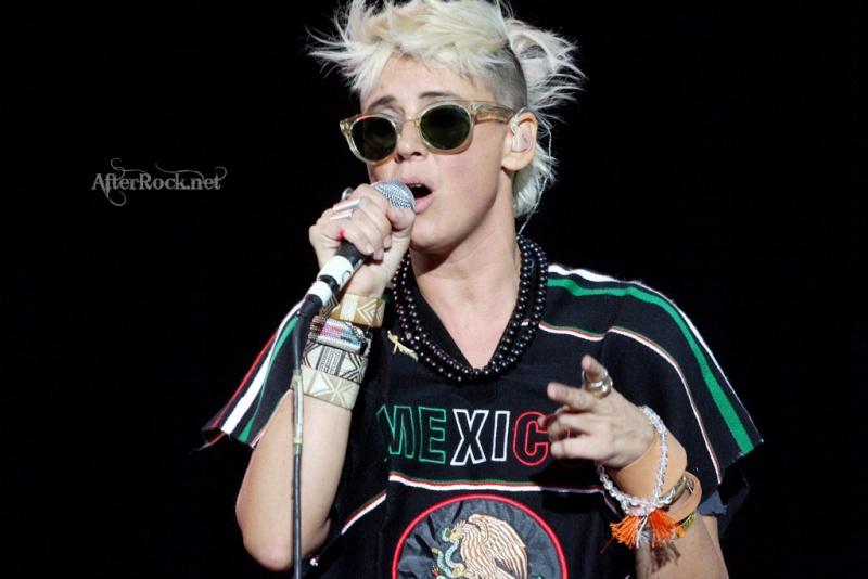 "10/13/12 – Mexico City, Mexico, Autodromo Hermanos Rodriguez, ""Corona Capital Music Festival"" - Page 2 10-13196"
