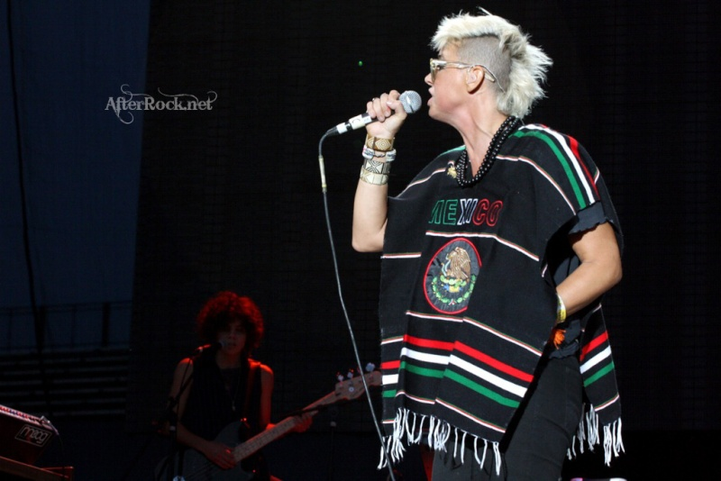 "10/13/12 – Mexico City, Mexico, Autodromo Hermanos Rodriguez, ""Corona Capital Music Festival"" - Page 2 10-13199"