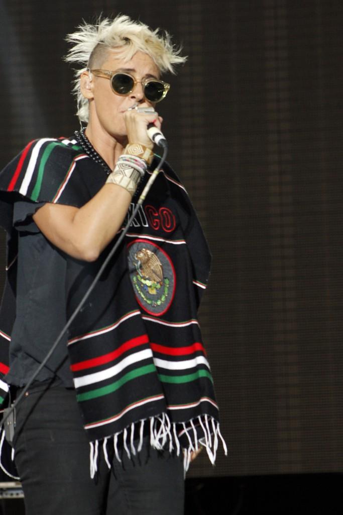 "10/13/12 – Mexico City, Mexico, Autodromo Hermanos Rodriguez, ""Corona Capital Music Festival"" - Page 3 10-13217"