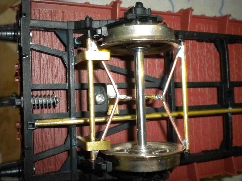 Fabrication du système de freinage sous un wagon tombereau  Dscn1327