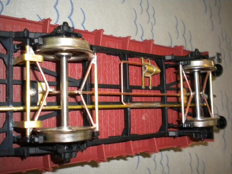 Fabrication du système de freinage sous un wagon tombereau  Dscn1329