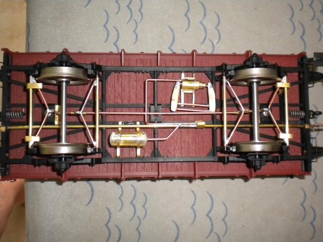 Fabrication du système de freinage sous un wagon tombereau  Dscn1332