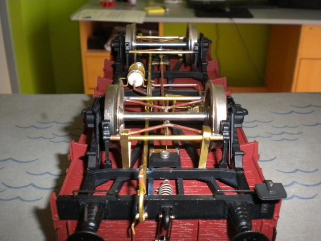 Fabrication du système de freinage sous un wagon tombereau  Dscn1334