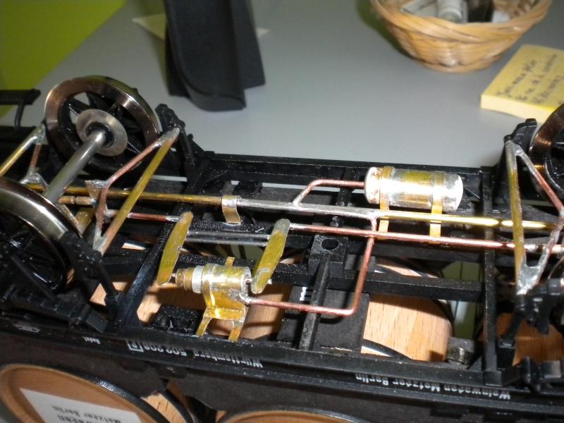 Fabrication du système de freinage sous un wagon tombereau  - Page 2 Dscn1352