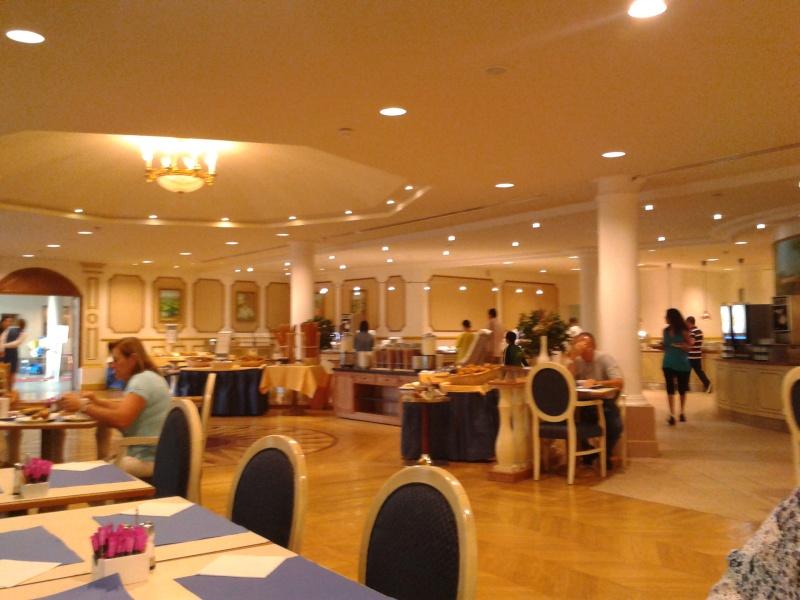 De la chaleur, des incivilités, une demande en fiançailles : bref, mon séjour à Disneyland Paris du 09 au 14 août ! 2012-048