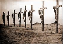 Les islamistes crucifient encore les Chrétiens de nos jours - Voyez la photo ! 2turqu10