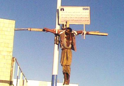 Les islamistes crucifient encore les Chrétiens de nos jours - Voyez la photo ! 76769_10