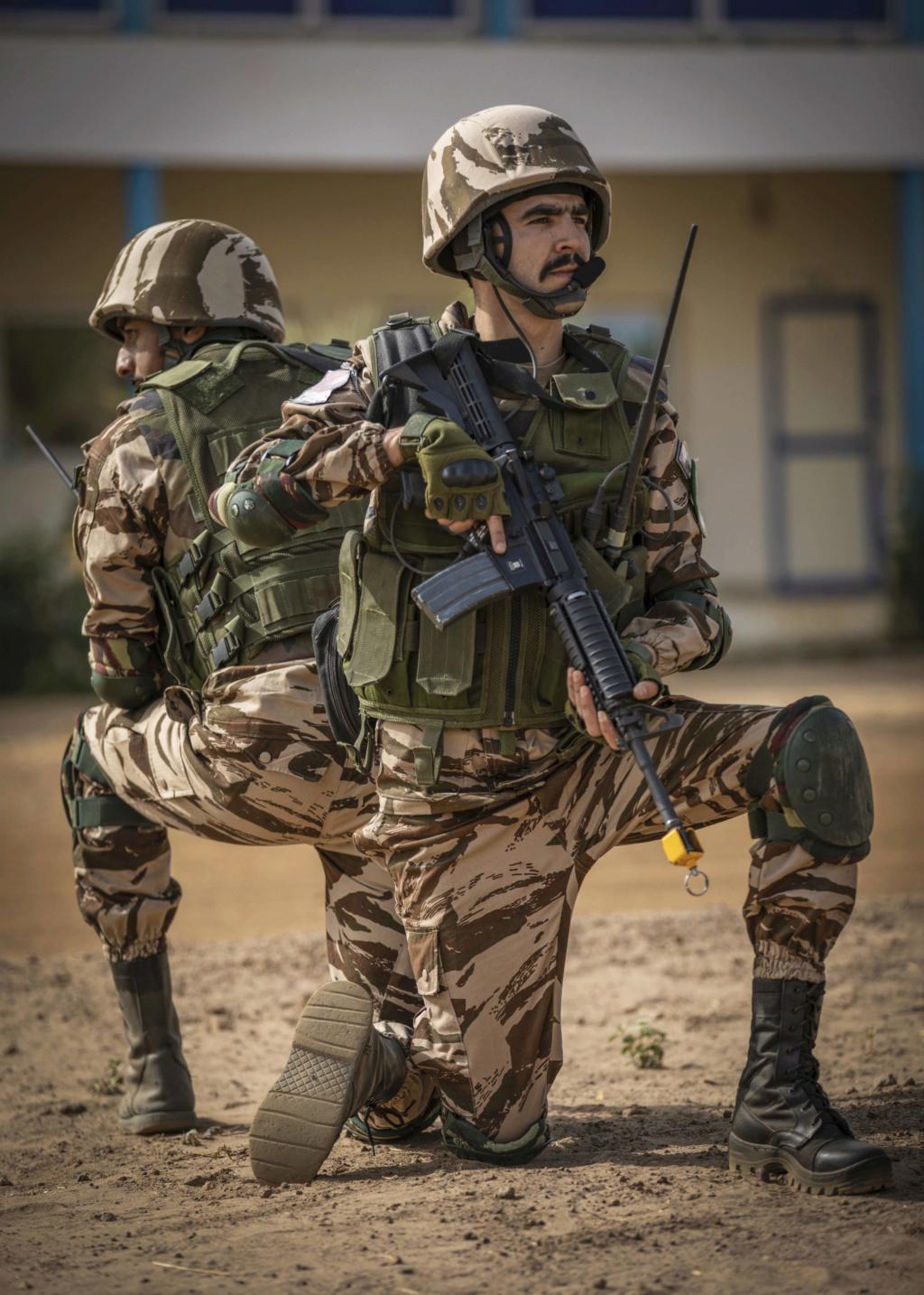 Photos de nos soldats et des Bases Marocaines - Page 7 20021410