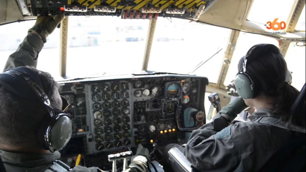 Tenues de vol / Equipements de nos pilotes - Page 3 20200358