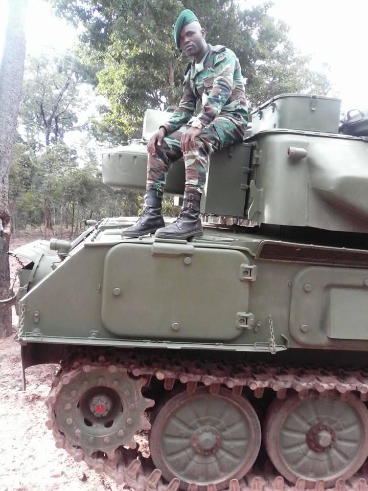 Armée Angolaise/Angolan Armed Forces - Page 4 31939510