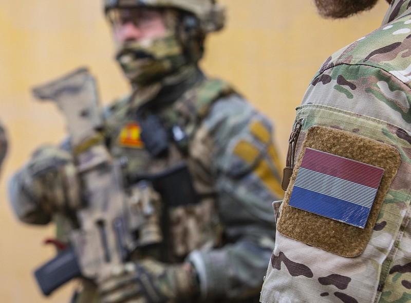 Armée Hollandaise/Armed forces of the Netherlands/Nederlandse krijgsmacht - Page 24 49454610