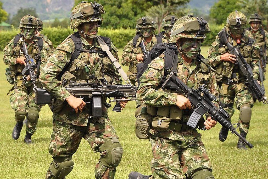 Armée Colombienne / Military Forces of Colombia / Fuerzas Militares de Colombia - Page 14 Ejc-ar11