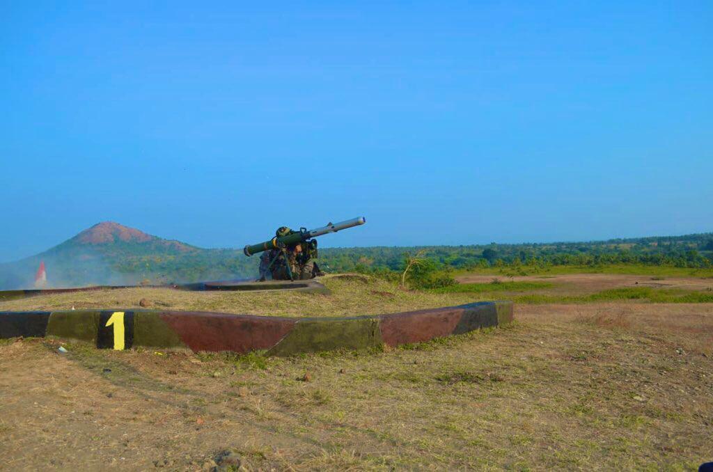 Armée Indienne / Indian Armed Forces - Page 27 Ekdiut10