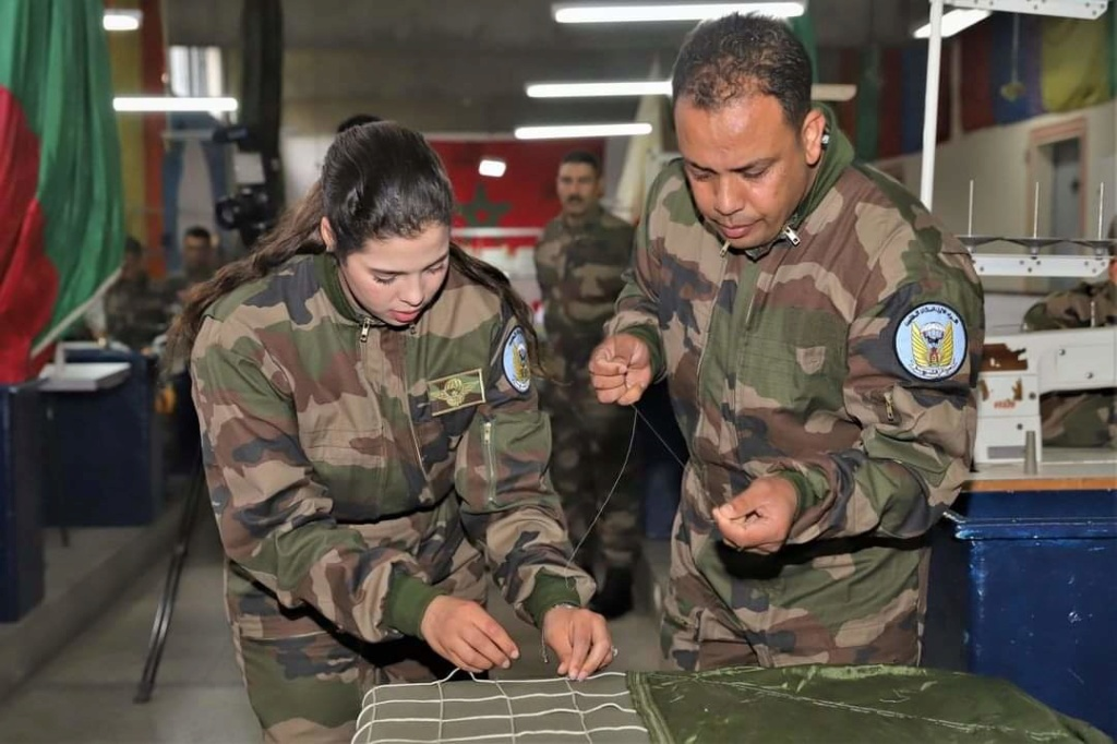 Parachutistes Militaires Marocains / Moroccan Paratroopers - Page 14 Fb_im128