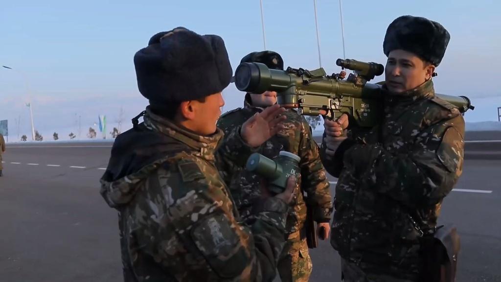 Armée Ouzbek / Uzbekistan's armed forces Qw-18_10