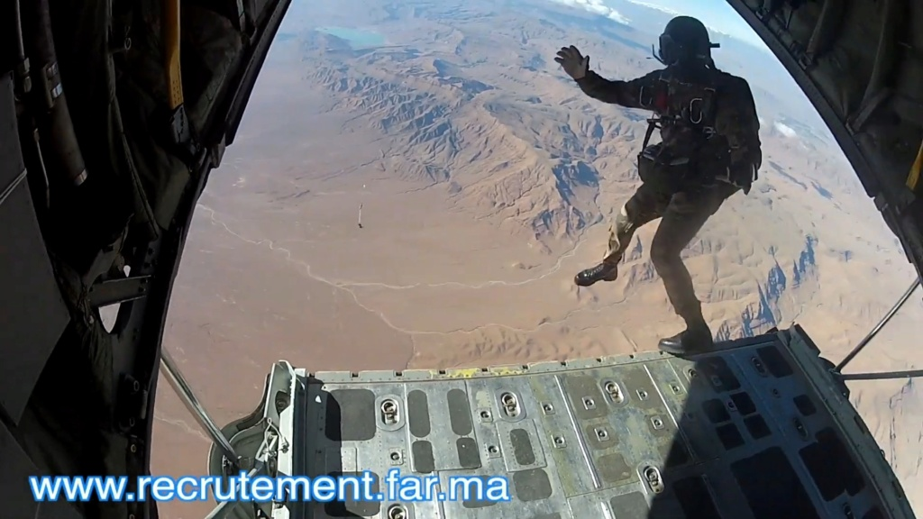 Parachutistes Militaires Marocains / Moroccan Paratroopers - Page 14 Scree130