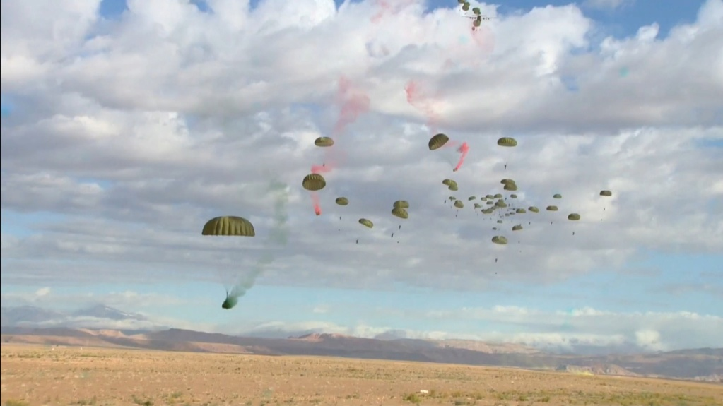 Parachutistes Militaires Marocains / Moroccan Paratroopers - Page 14 Scree131