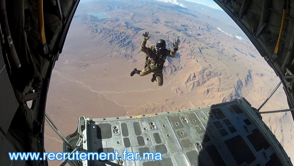 Parachutistes Militaires Marocains / Moroccan Paratroopers - Page 14 Scree133