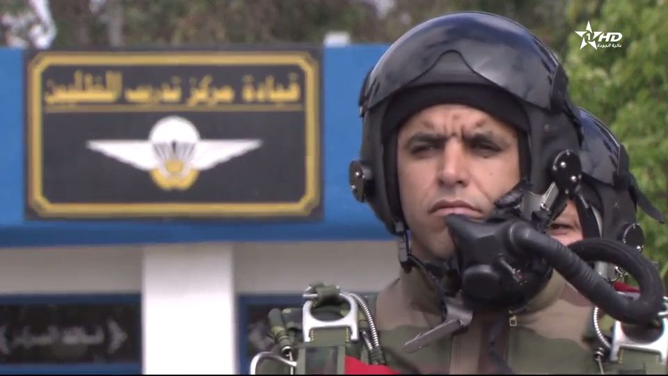 Parachutistes Militaires Marocains / Moroccan Paratroopers - Page 14 Videoc27