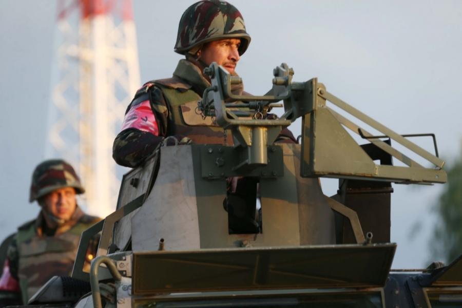 Photos de nos soldats et des Bases Marocaines - Page 7 Whatsa12