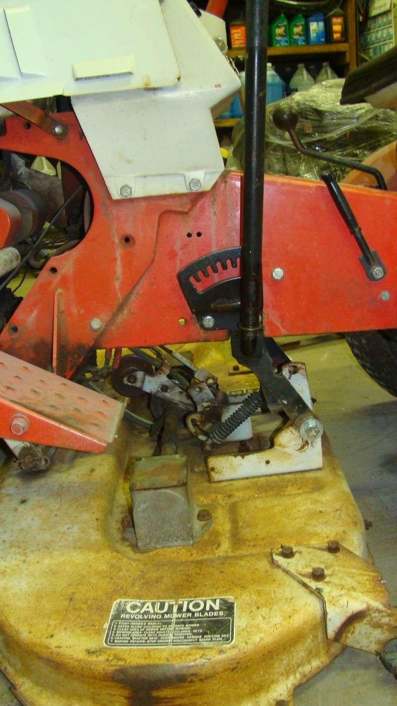 Desperately need help with mower deck installation Dsc04113