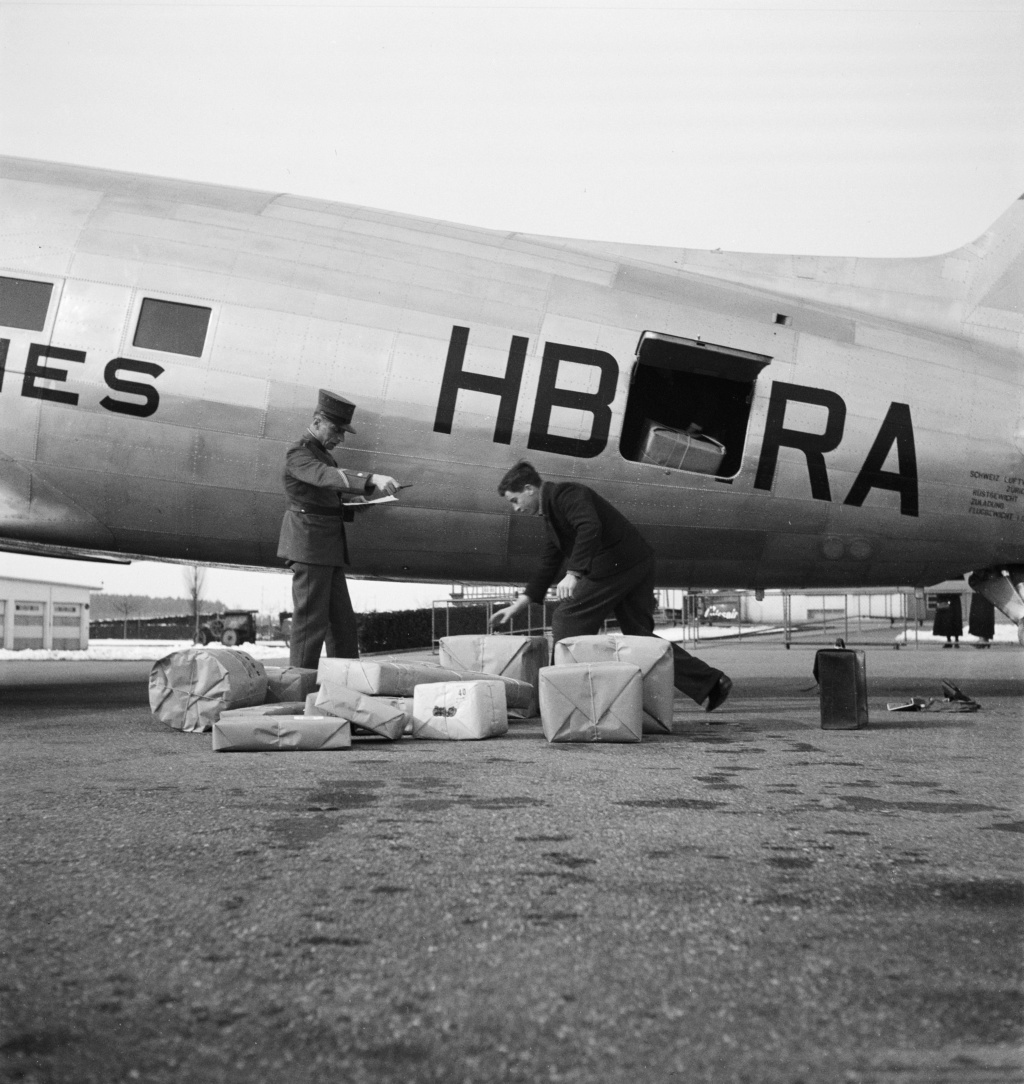 "[CONCOURS ""Ca brille""] DC-3 Swissair 1937 - ITALERI- 1/72 - Page 6 Immat10"