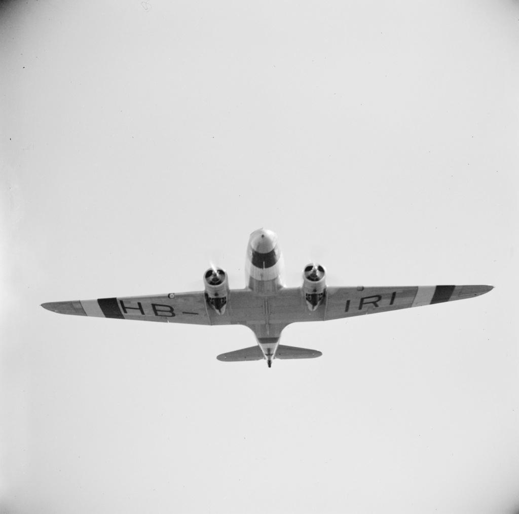 "[CONCOURS ""Ca brille""] DC-3 Swissair 1937 - ITALERI- 1/72 - Page 6 Lbs_sr56"
