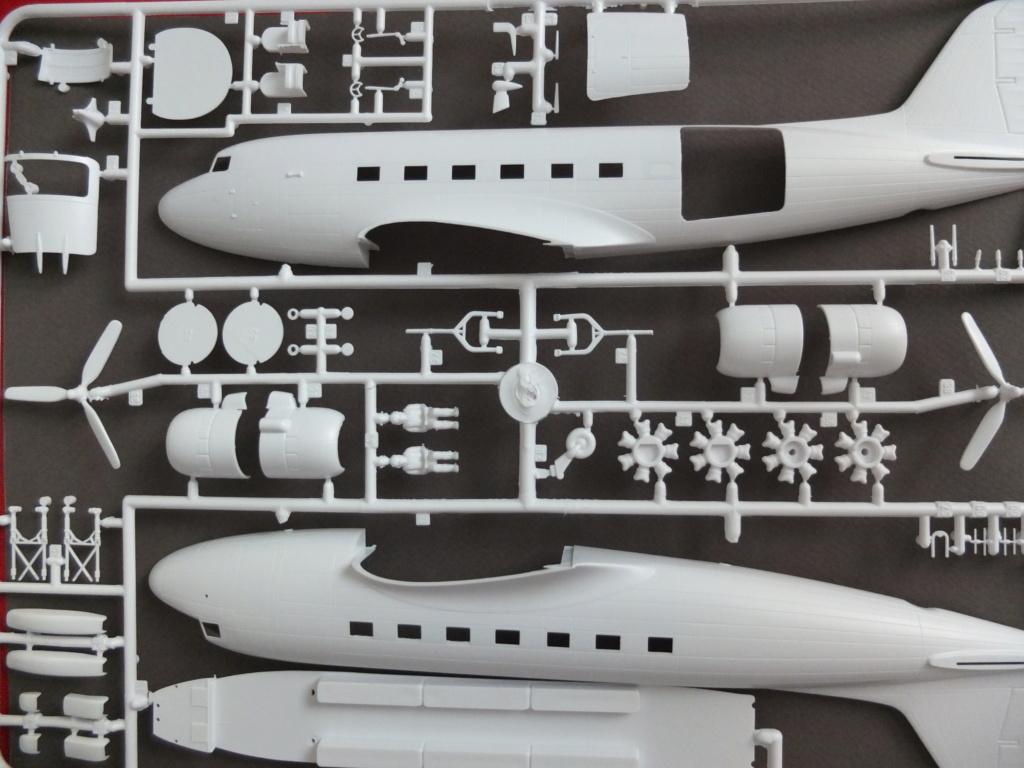 """[CONCOURS """"Ca brille""""] DC-3 Swissair 1937 - ITALERI- 1/72 S0031410"""