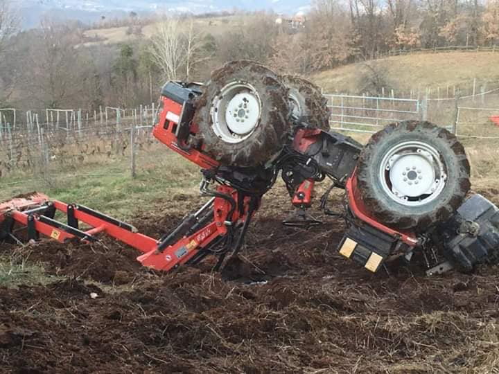 Prometne nesreće sa traktorima    - Page 3 49443011