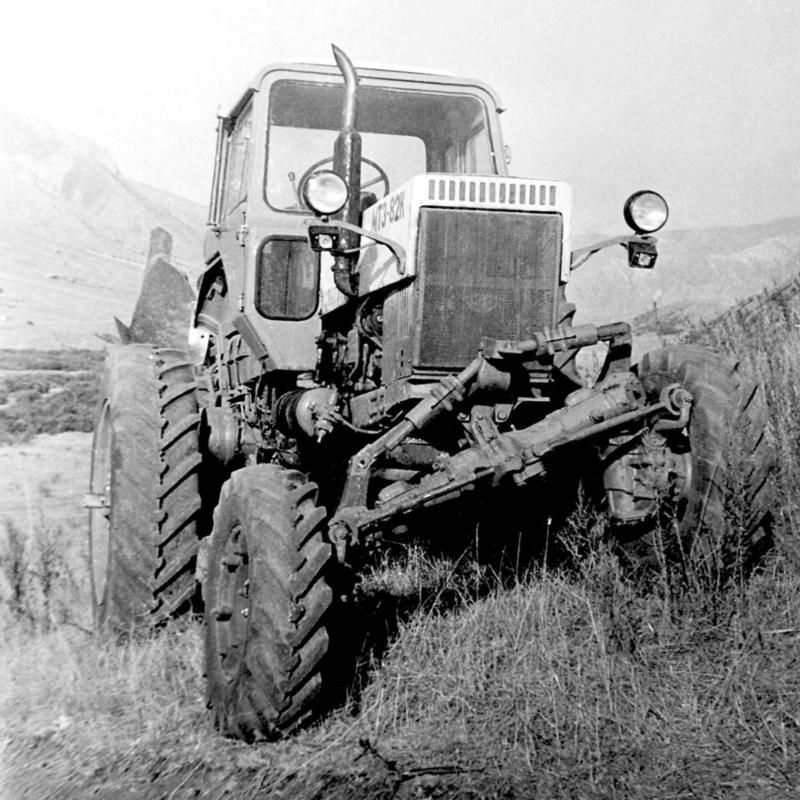 Traktori  MTZ  opća tema                             E-8210