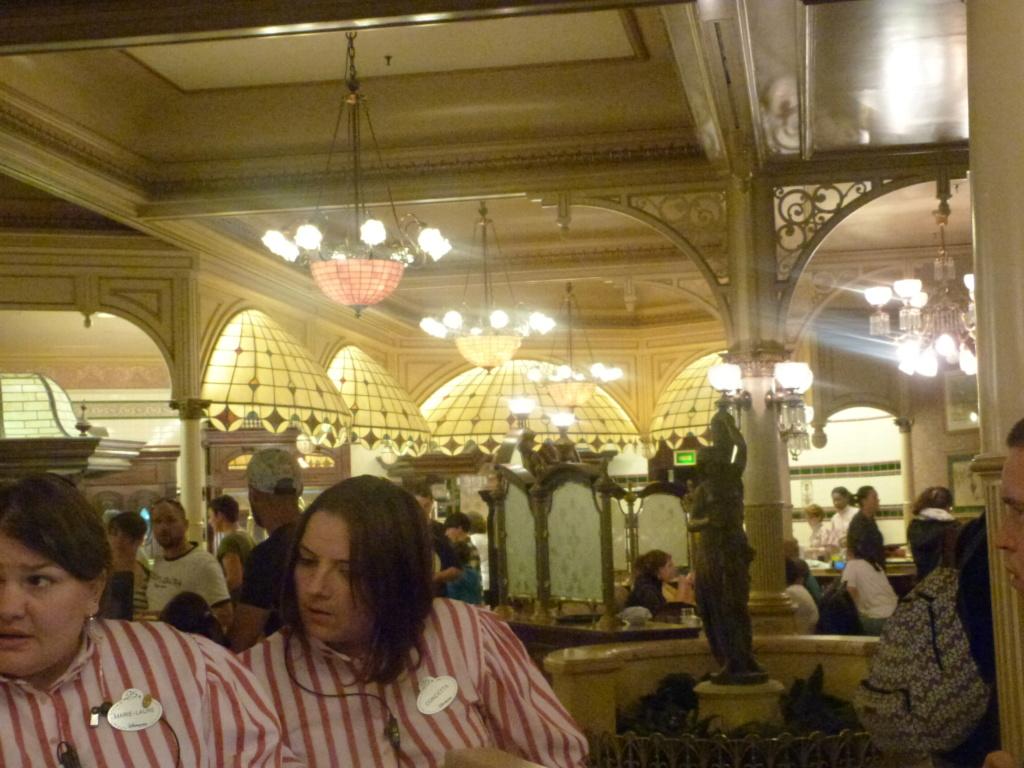 Plaza Gardens Restaurant (carte mise à jour p.35) - Page 35 P1210811