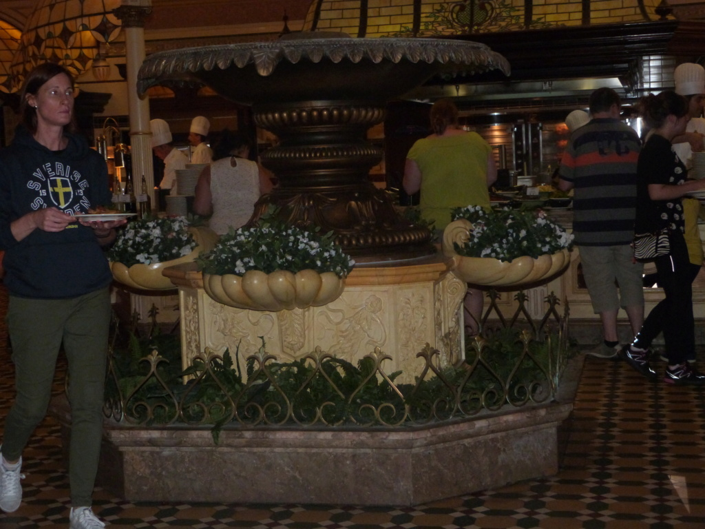 Plaza Gardens Restaurant (carte mise à jour p.35) - Page 35 P1210813