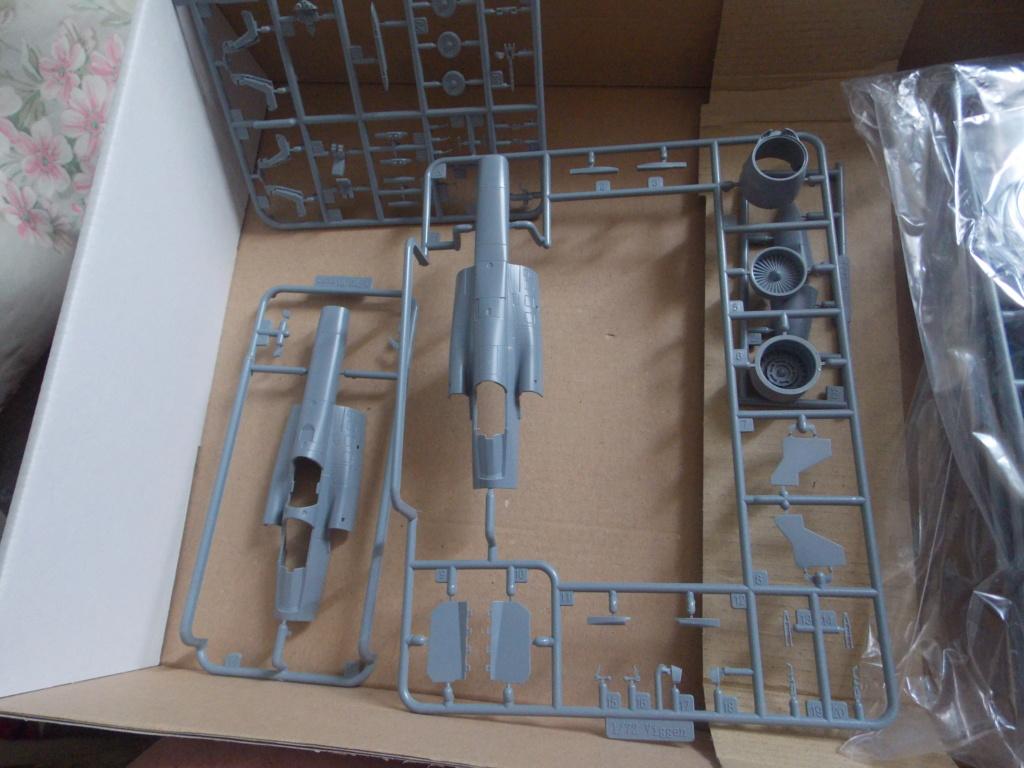 Ouvre boîte Saab Viggen Special Hobby 1/72 Dscn0111